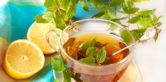 fresh mint tea with lemon